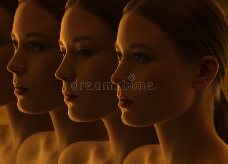 Primer de las caras misteriosas de las muchachas Dudas y reflexiones fotografía de archivo