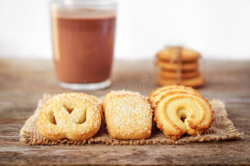 Primer de las galletas de mantequilla en fondo de madera rústico imagen de archivo libre de regalías