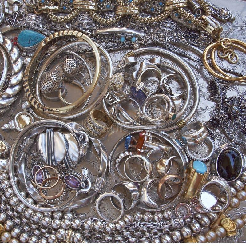 Primer de las joyas del oro y de la plata fotos de archivo libres de regalías