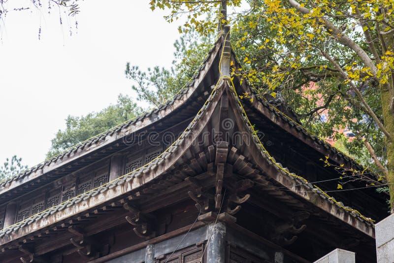 Primer de los aleros chinos del templo imagen de archivo