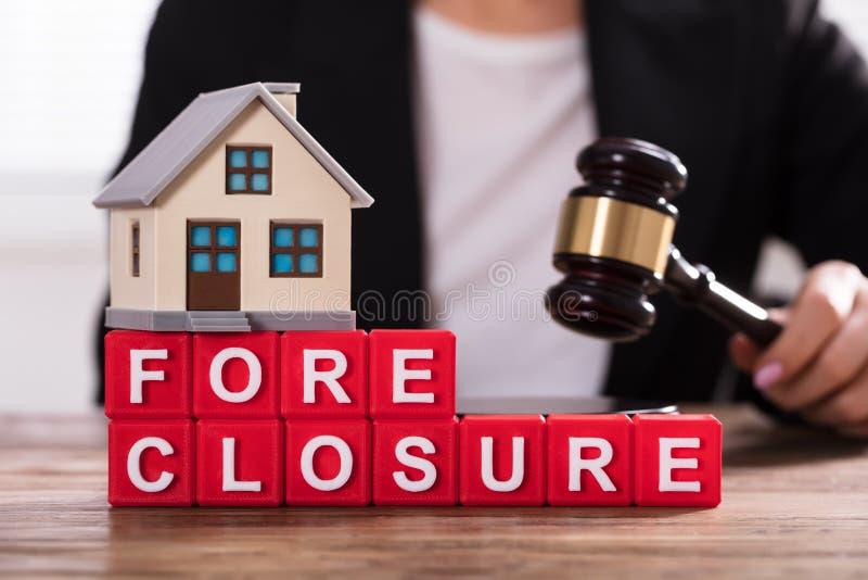 Primer de los bloques de On Foreclosure Cubic del modelo de la casa imagenes de archivo