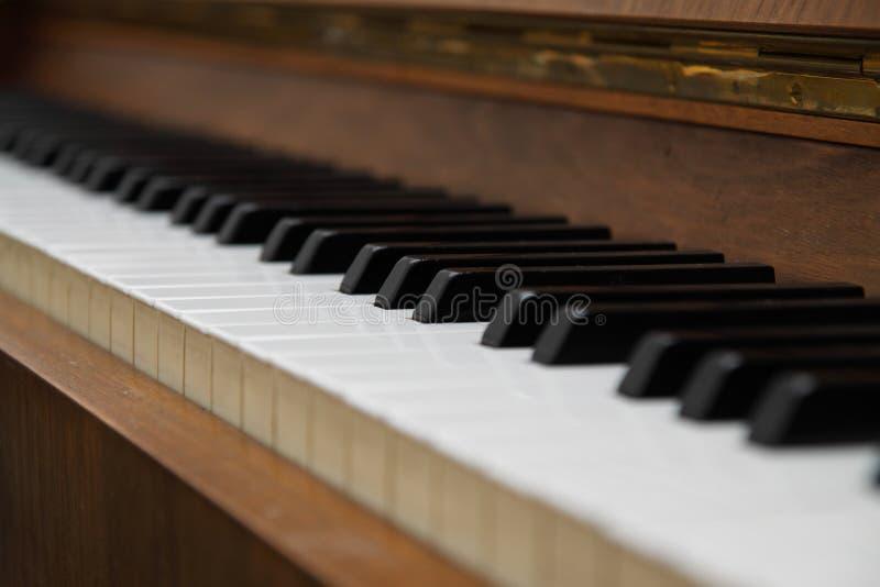 Primer de los claves antiguos del piano. fotografía de archivo