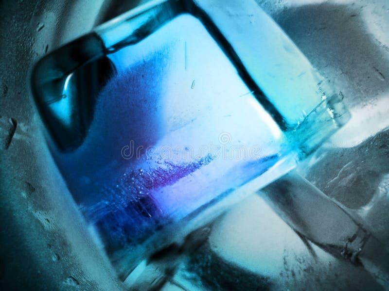 Primer de los cubos de hielo - fondo abstracto fotografía de archivo libre de regalías