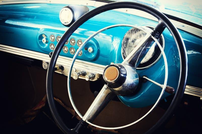 Primer de los detalles de la rueda del coche del vintage foto de archivo libre de regalías