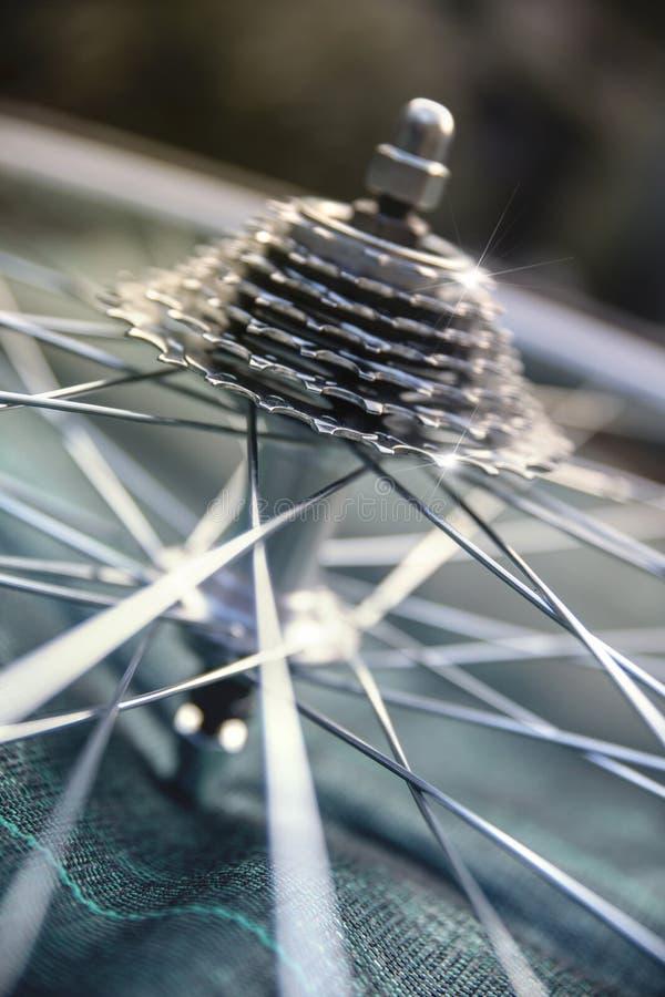 Primer de los engranajes de la bicicleta foto de archivo libre de regalías
