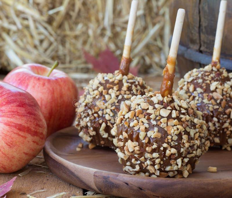 Primer de nuez de las manzanas de caramelo fotografía de archivo libre de regalías