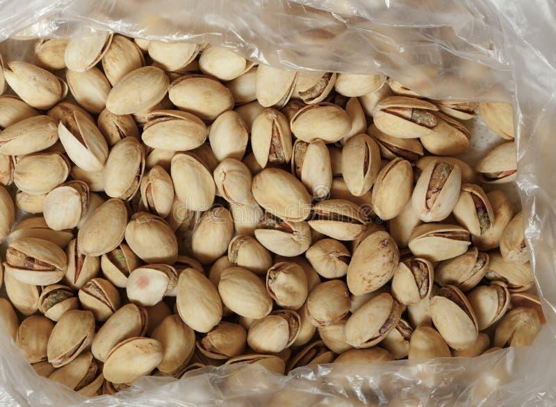 Primer de pistachos en cáscaras de la nuez como fondo de la comida imagen de archivo libre de regalías