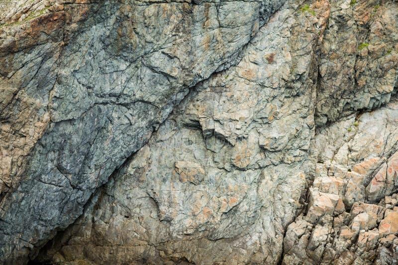 Primer de un acantilado por el mar imagenes de archivo