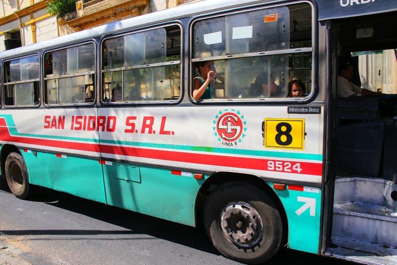 Primer de un autobús público en Asuncion, Paraguay fotografía de archivo