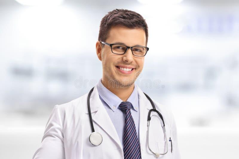 Primer de un doctor joven foto de archivo libre de regalías
