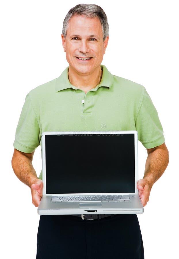 Primer de un hombre que muestra la computadora portátil imagenes de archivo