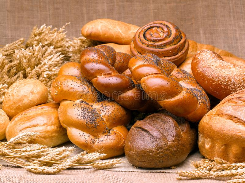 Primer de una aún-vida hermosa del pan, wi de los productos de pasteles imágenes de archivo libres de regalías