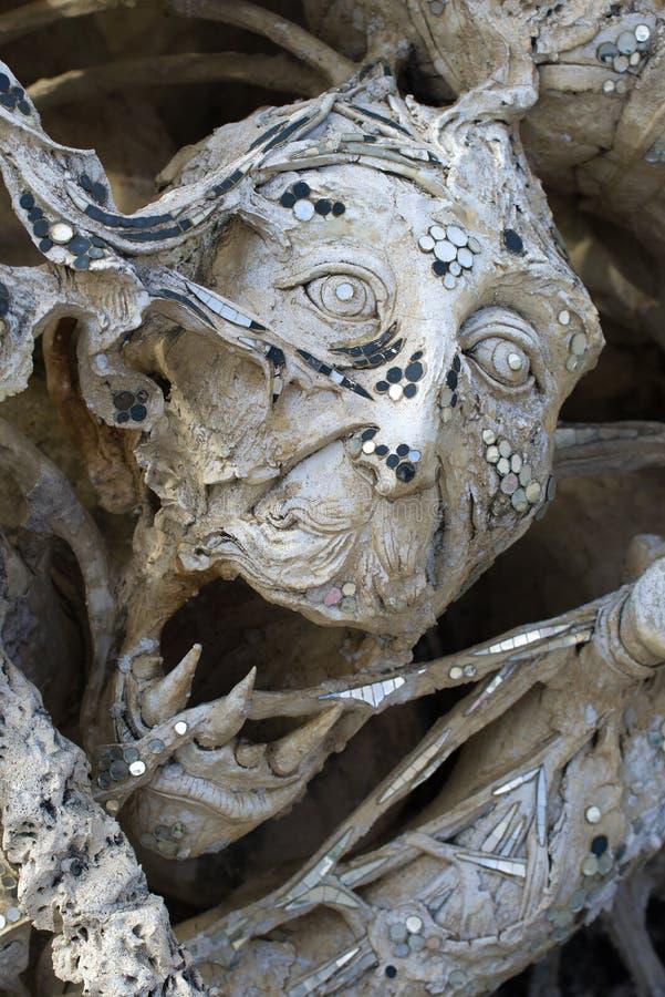 Primer de una cabeza del demonio Templo budista Wat Rong Khun White Temple fotos de archivo