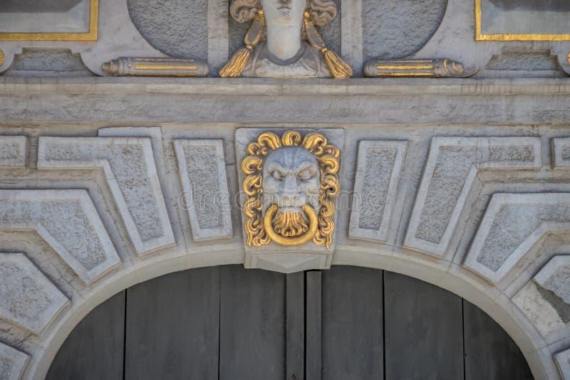 Primer de una cara en el gran arsenal en Gdansk, Polonia imágenes de archivo libres de regalías