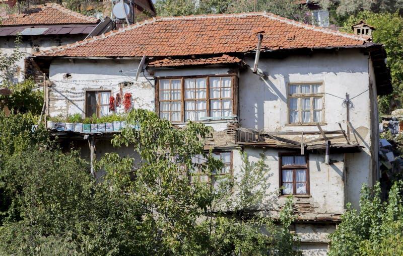 Primer de una casa turca de la ciudad histórica de la montaña de Elmali, Antalya, Turquía imagen de archivo