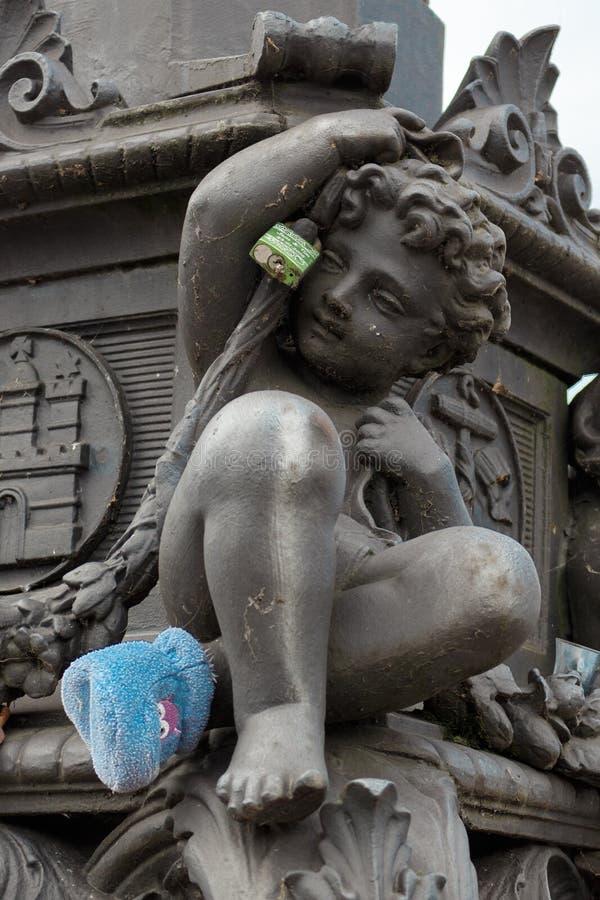 Primer de una figura en el puente del lombardo en Hamburgo foto de archivo libre de regalías
