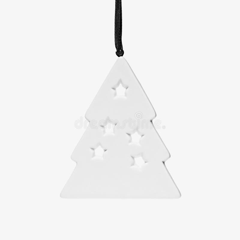 Primer decorativo blanco del árbol de navidad del recorte aislado en el fondo blanco imagen de archivo
