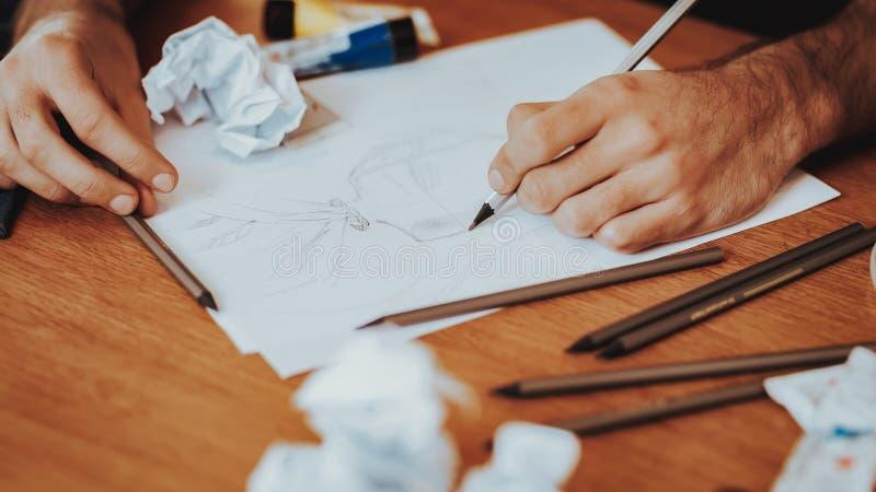 Primer del artista Desktop con los papeles y los cepillos imagen de archivo libre de regalías