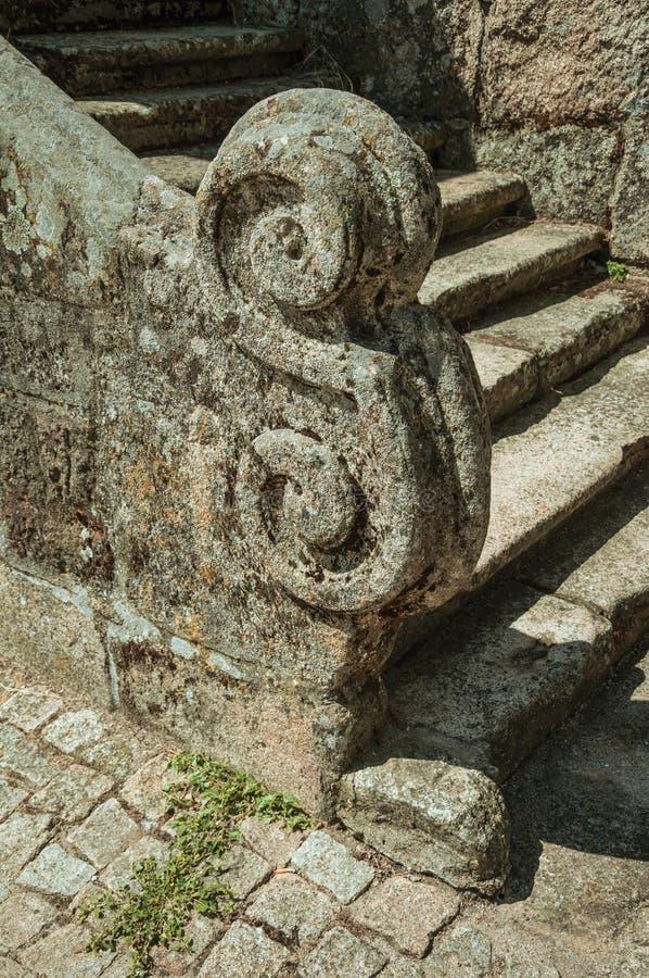 Primer del balaustre de piedra de la escalera con la decoración tallada imagen de archivo libre de regalías