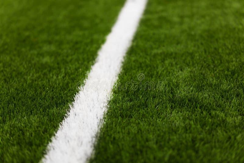 Primer del césped artificial de la echada del fútbol Detalle del campo de fútbol del fútbol imágenes de archivo libres de regalías