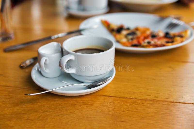 Primer del café y de la pizza fotos de archivo libres de regalías