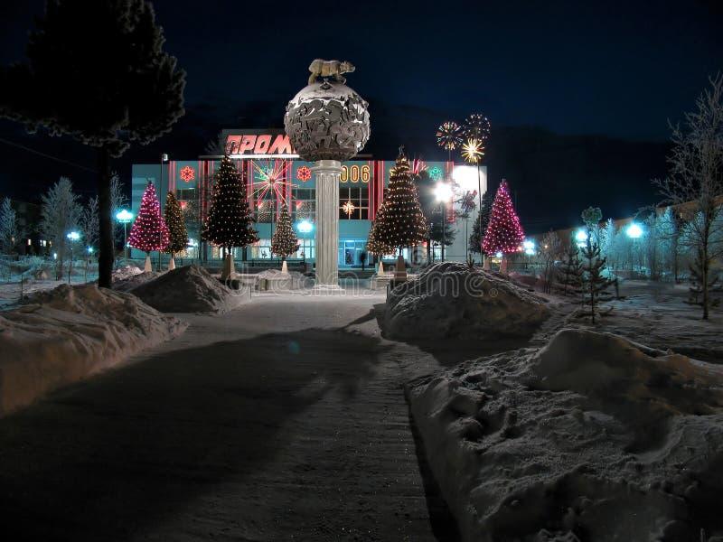 Primer del edificio de oficinas. Decoraciones de la Navidad. foto de archivo