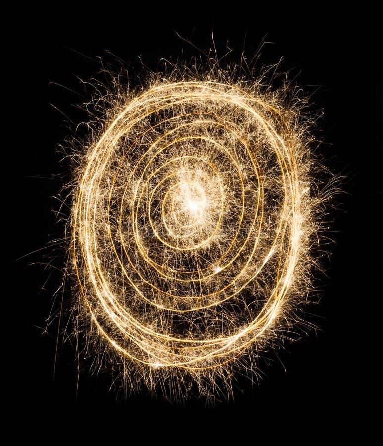 Primer del espiral del círculo de la bengala del partido del Año Nuevo en fondo negro foto de archivo libre de regalías