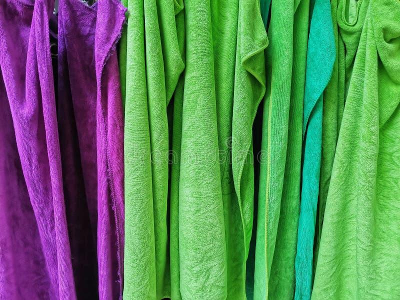 Primer del fondo colorido de las toallas imagenes de archivo