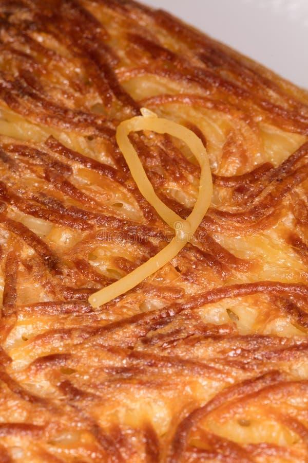 Primer del frittata de los espaguetis fotos de archivo