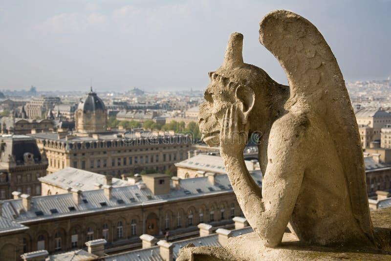 Primer del gargoyle en el Notre-Dame de Paris imagen de archivo libre de regalías