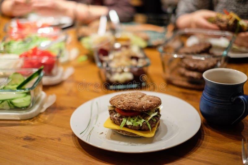 Primer del hamburguesas imagenes de archivo