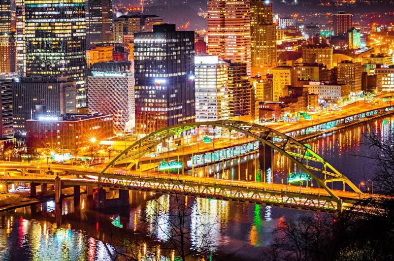 Primer del horizonte de la ciudad de Pittsburgh Pennsylvania fotografía de archivo libre de regalías