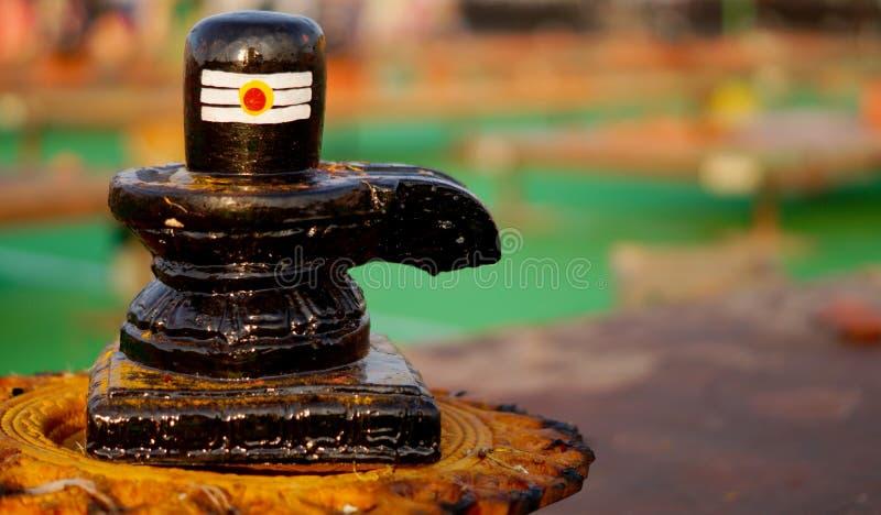 Primer del linga de Shiv, estatua de piedra tallada, el símbolo de dios hindú Shiva fotos de archivo libres de regalías