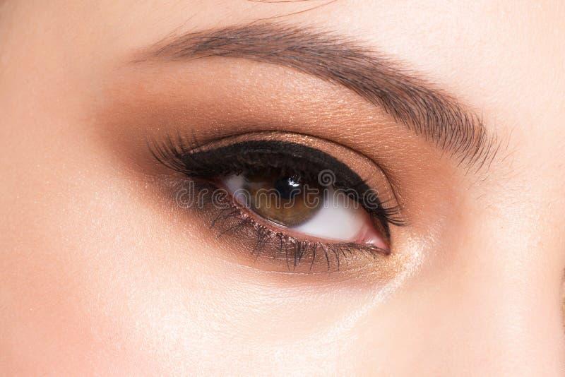 Primer del maquillaje del ojo imagenes de archivo