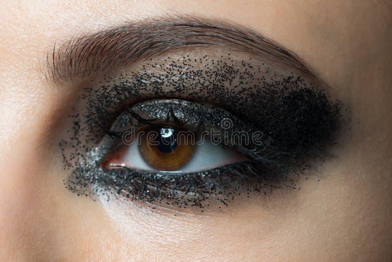 Primer del ojo con maquillaje foto de archivo libre de regalías