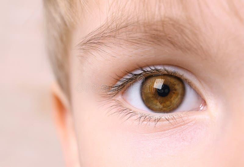 Primer del ojo del muchacho imagen de archivo libre de regalías