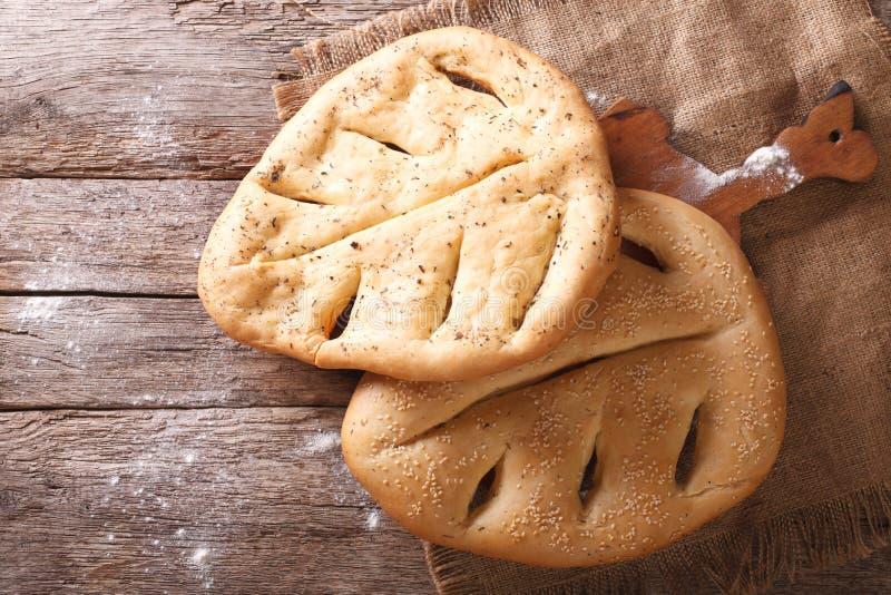 Primer del pan francés de Fugasse en la tabla visión superior horizontal, imagen de archivo libre de regalías