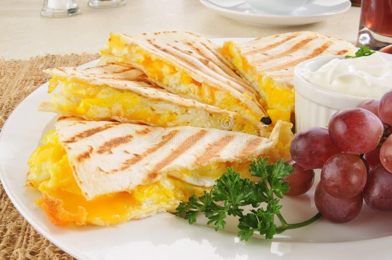 Primer del quesadilla del desayuno fotografía de archivo