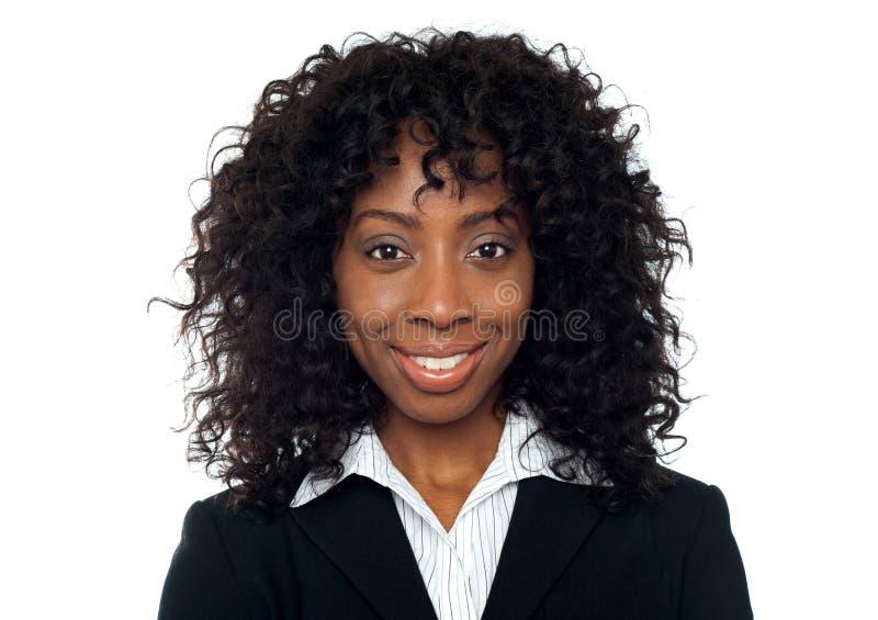 Primer del retrato de la empresaria sonriente foto de archivo libre de regalías