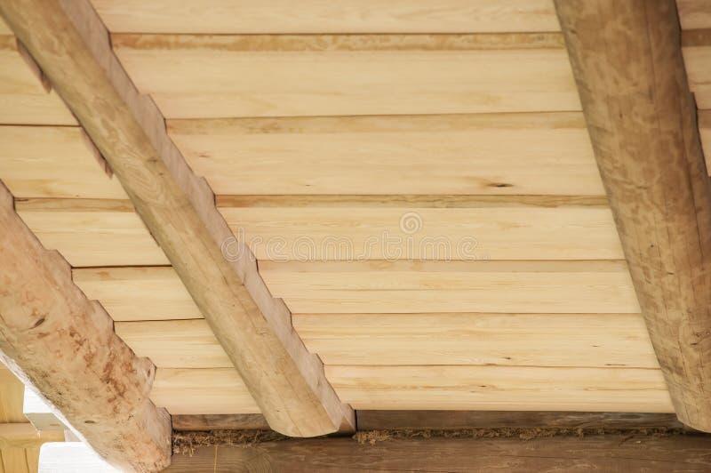 Primer del techo de tablones de madera del pino para la - Maderas del pino ...