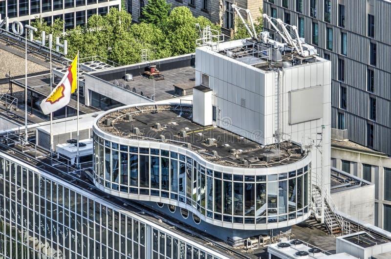 Primer del tejado del edificio de oficinas fotos de archivo