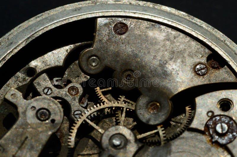 Primer del viejo mecanismo del reloj, fondo para el diseño del vintage imagenes de archivo
