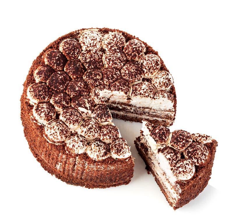 Primer delicioso de la torta aislado en un fondo blanco foto de archivo libre de regalías
