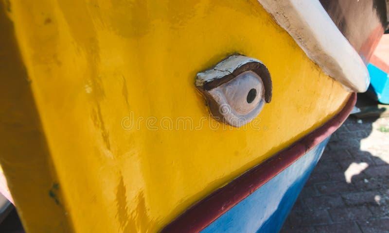 Primer en el ojo de un Luzzu, un barco de pesca mediterráneo tradicional fotografía de archivo libre de regalías