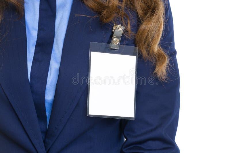 Primer en insignia en pecho de la mujer de negocios imágenes de archivo libres de regalías