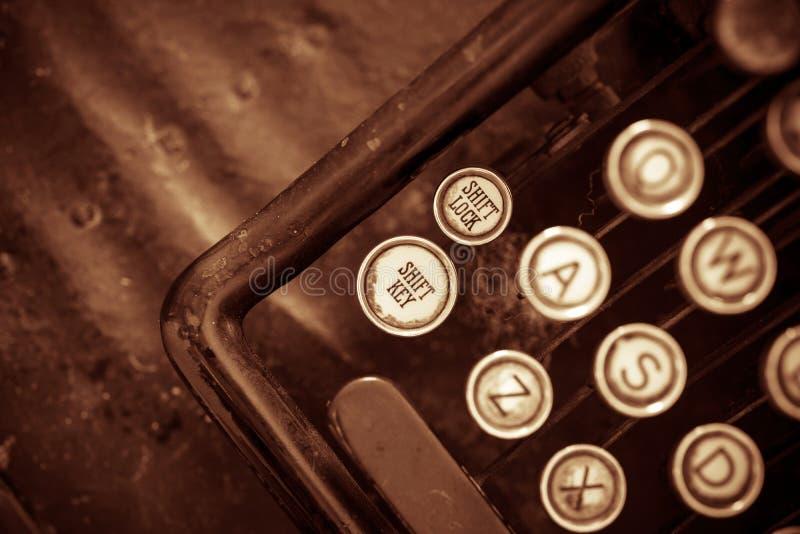 Primer envejecido de la máquina de escribir imagen de archivo