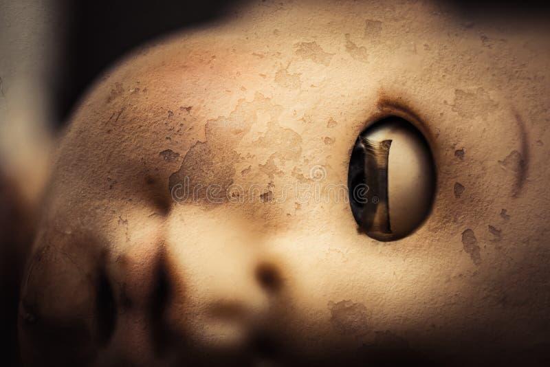 Primer espeluznante de la cara de la muñeca fotos de archivo libres de regalías