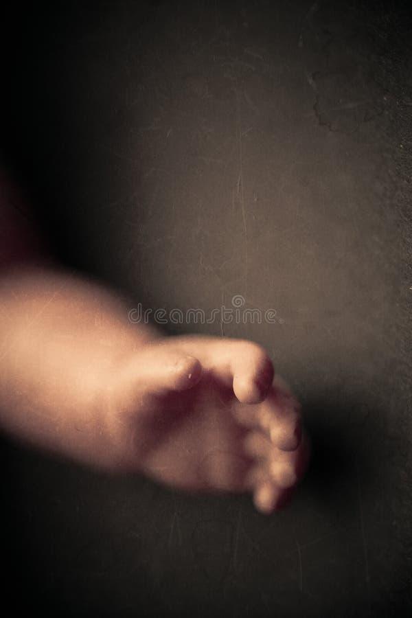 Primer espeluznante del brazo de la muñeca imágenes de archivo libres de regalías