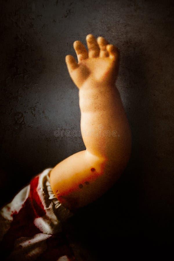 Primer espeluznante del brazo de la muñeca fotografía de archivo
