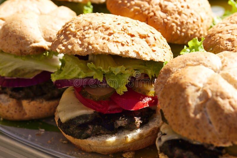 Primer hecho en casa de las hamburguesas imagen de archivo